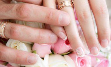 Menyasszonyi körömdíszítés